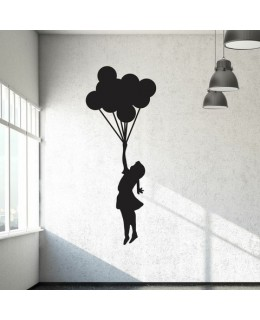 Момиченце с връзка балони
