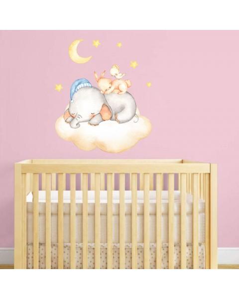 Спящо слонче върху облаче