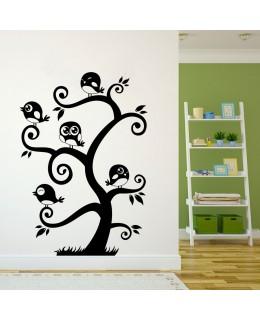 Дърво с кацнали врабчета
