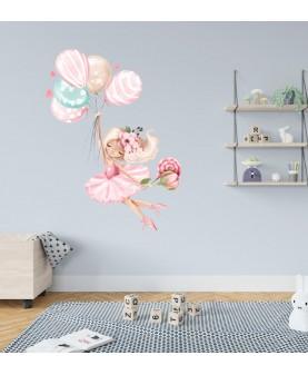 Момиченце с балони