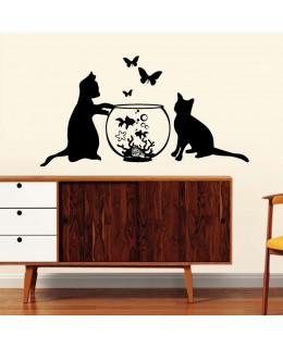 Котки и аквариум