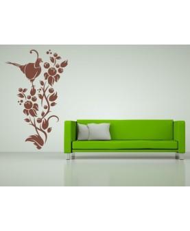 Рай-птица върху шипков храст