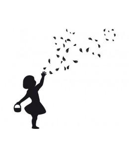 Момиченце с кошничка
