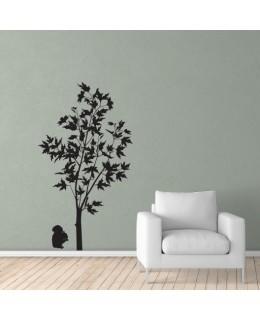 Кленово дърво с катеричка