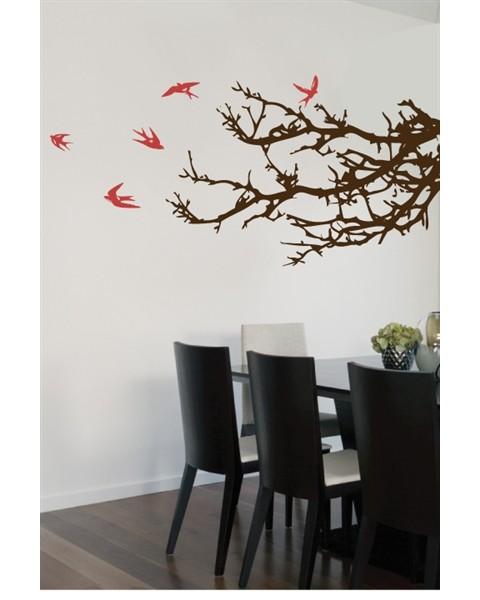 Трънливи клончета с летящи птички