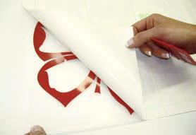как се поставят стикери за стена